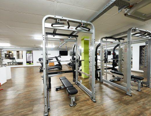 Muckis wie Arnold Schwarzenegger bekommen im V8 Gym in Vöhringen durch Robby