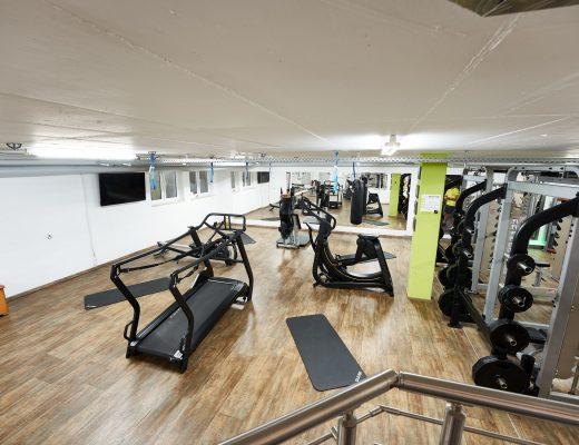 Unterer Bereich des V8 Fitnessstudios in Vöhringen