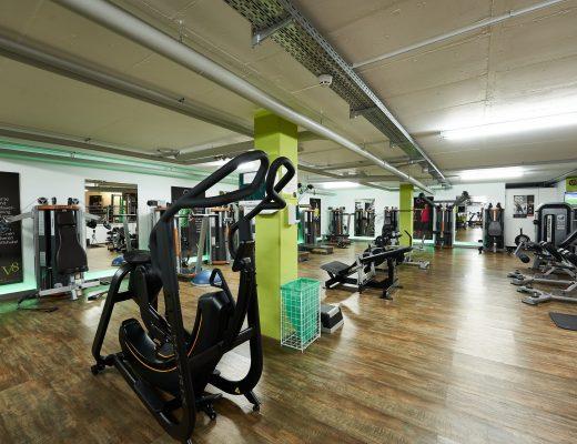 V8 unten beleuchtet in Fitnessstudios in Vöhringen